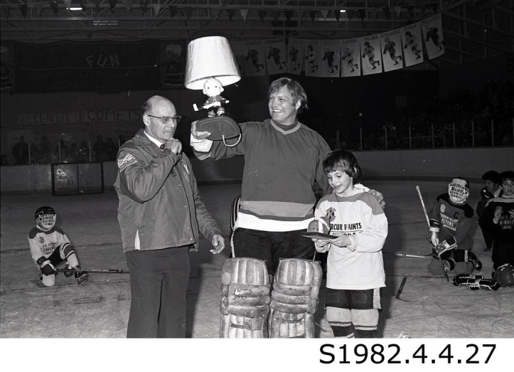 """Bobby Hull Hoists Hockey Lamp at Kiwanis event,"" 1982. STCM St. Catharines Standard Collection, S1982.4.4.27."
